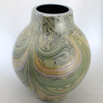 Japanese glass vase by Kamei - Art Glass