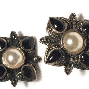 Onyx-pearl earrings