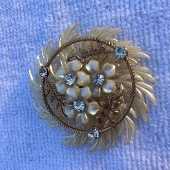 Pretty Jewelry Piece - Costume Jewelry