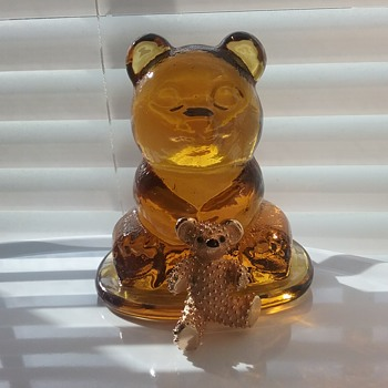 Boucher teddy bear brooch,  Viking Glass amber teddy bear paperweight  - Art Glass