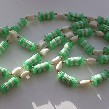 Funny, odd necklace - probably garden party necklace from the 50's-70's? - Costume Jewelry