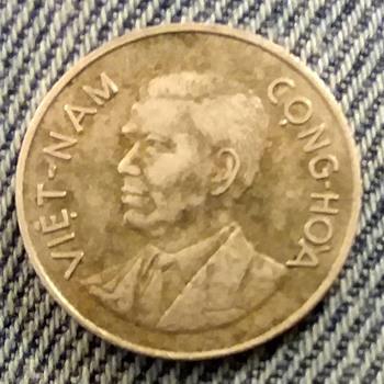 1960 Vietnam 1 Dong coin - World Coins
