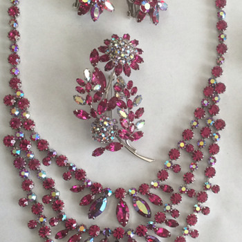 Sherman Jewelry Parure — Fuchsia and Fuchsia AB, Flower Brooches - Costume Jewelry