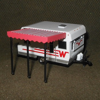 Greenlight Hitched Homes Series Three 1965 Winnebago 216 Travel Trailer Circa Now - Model Cars