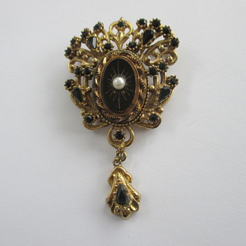 Sphinx victorian revival brooch - flea market find - Costume Jewelry