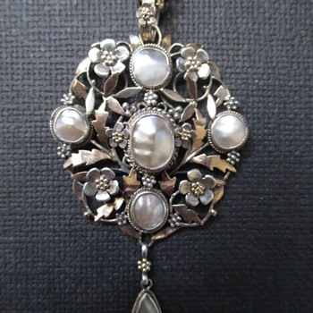 Arts & Crafts Silver and Gold Pendant by Arthur & Georgie Gaskin, UK c. 1900 - Fine Jewelry