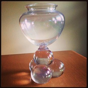 Behemian vase with three ball feet - Art Glass