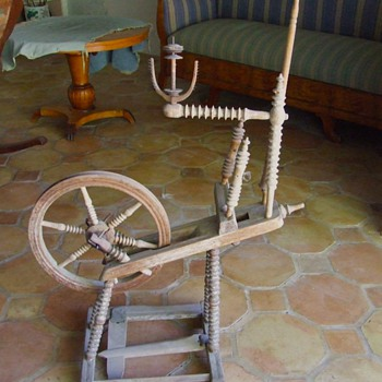 18TH CENTURY FLAX SPINNING WHEEL