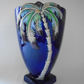 Large Beswick Vase......made in Staffordshire - Pottery