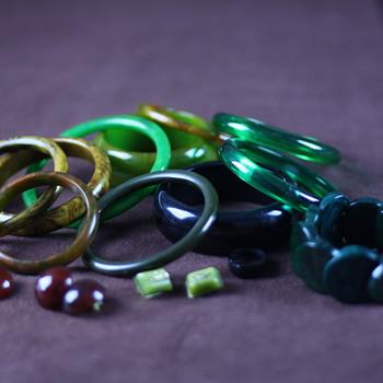 Green and brown bakelite - Costume Jewelry