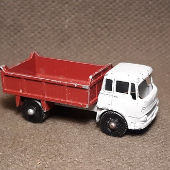 What A Maroon Matchbox Monday MB3 Bedford 7 1/2 Ton Tipper With Maroon Bed 1961 - Model Cars
