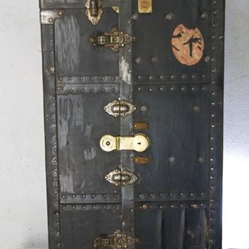 Wardrobe trunk in Spain - Furniture