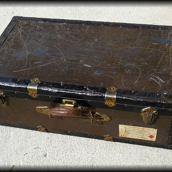 METAL SUITCASE LUGGAGE TRUNK - ( 2 OF 3 ) - Furniture