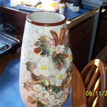 my new find paid $5.00 for it they paid $200.00 acording to the bottom of the vase is it antigue