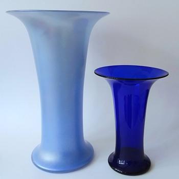 Lötz: dark blue smooth and sky blue matt iris. - Art Glass