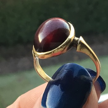 Georgian? Gold and Garnet Ring. - Fine Jewelry