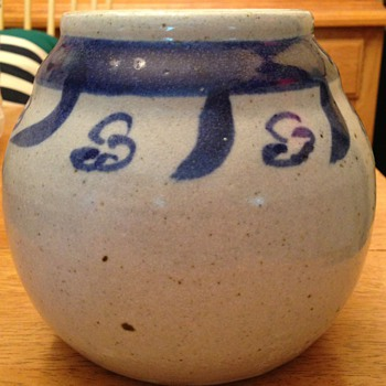 Salt glazed blue and white jar - Pottery