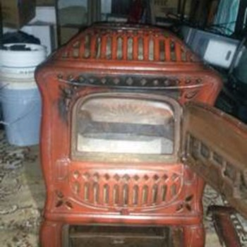 """Parlor Stove, made by the Wehrle Co. of Newark, Ohio - model """"Golden Age 172"""" - Kitchen"""