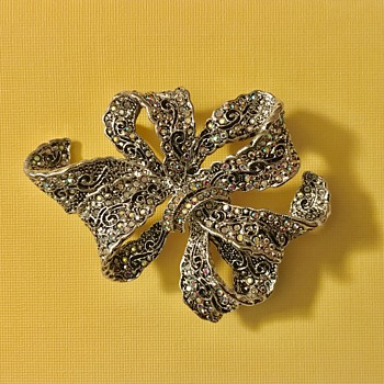 What kind of brooch is this? - Costume Jewelry