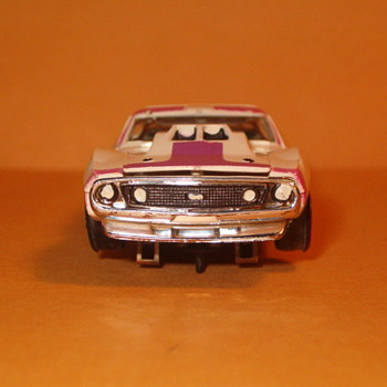 AFX JAVELIN STOCKER VIOLET/WHITE H.O. SCALE