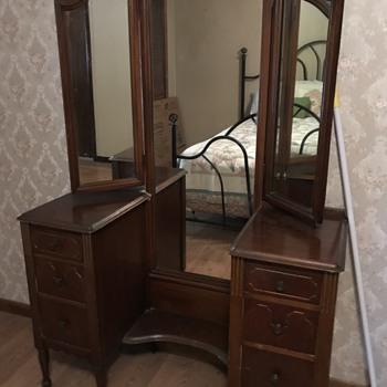 Victorian dresser - Furniture