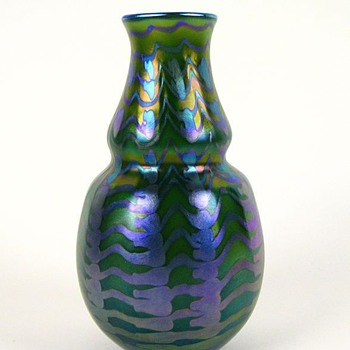 Early Charles Lotton Zipper Vase - Art Glass