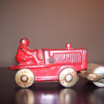 RED TRACTOR - Model Cars