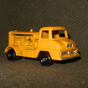 Miracle Max Matchbox Monday MB 28-B Thames Trader Compressor Truck - Model Cars