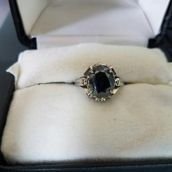 Vintage pretty black ring