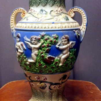 Cherubs and fruit - Pottery