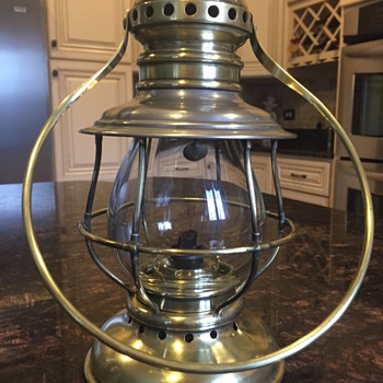 Looking for information about this lamp - Railroadiana