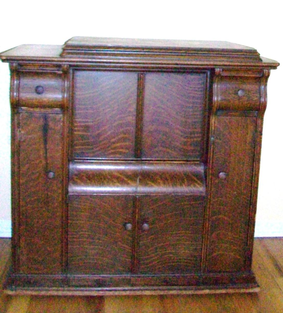 1910 working Singer sewing machine with original wooden case