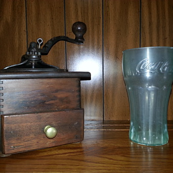 Gorgeous Coffee Grinder & A Nice Older (Plastic) Coke Cup... Many Thanks Lucas