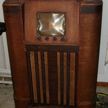 EARLY CROSLEY  RADIO I PICKED UP  MY FIRST RESTORE PROJECT