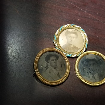 Memorandum picture pins - Fine Jewelry