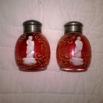 Unknown Mary Gregory Type Shakers - Art Glass