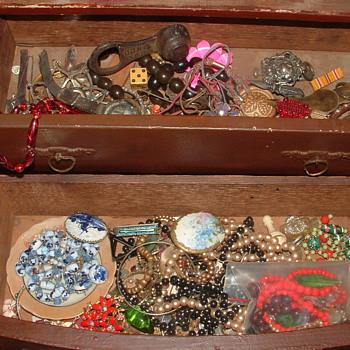 Miniature Trinket dresser? With Trinkets. - Fine Jewelry