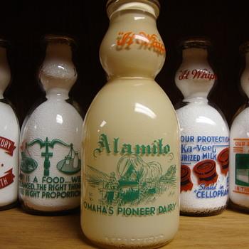 ALAMITO DAIRY...OMAHA NEBRASKA...DISPLAY CREAM TOP MILK BOTTLE - Bottles