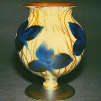 QUEZAL ART GLASS VASE, circa 1920