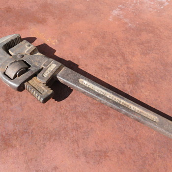"""Trimo 14"""" adjustable pipe wrench - Tools and Hardware"""