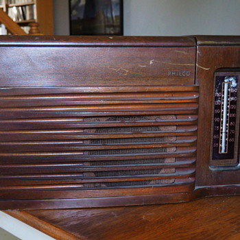 Philco 46-1203 Radio Phonograph - Radios