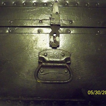 LT. COLONEL ARMY TRUNK FOUND WITH FREE SIGN ALONG ROAD - Military and Wartime