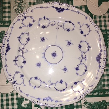 Unknown pattern and maker on fabulous blue white plate  - China and Dinnerware