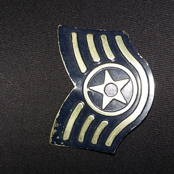 Wondering what this is - Medals Pins and Badges