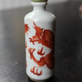 Red Underglaze Dragon Reign Mark Snuff Bottle