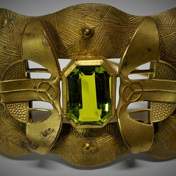 NOUVEAU VIENNA SECESSIONIST SPIDER WEB GREEN GLASS BROOCH, Late 1800, Early 1900 - Art Nouveau