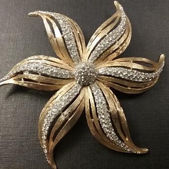 Hattie Carnegie flower brooch  - Costume Jewelry