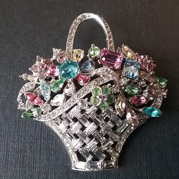 Bogoff '40s basket brooch  - Costume Jewelry
