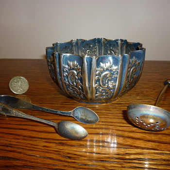 Antique British silver sugar bowl and spoons - Silver