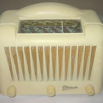 Marconi Valve radio with a bakelite casing - Radios